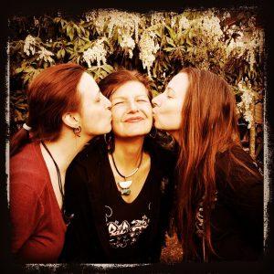 Angie and MIsha kissing Paulette